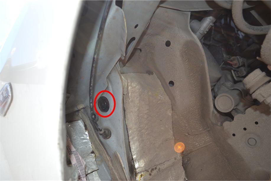 Под подкрылком, возле выхода тросика есть заглушка, которую можно продырямить, или заменить сальником