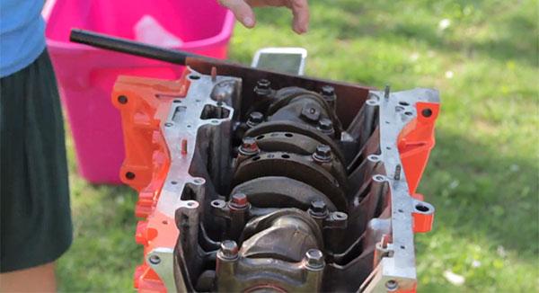 Полная сборка двигателя— Honda Civic за 7 минут